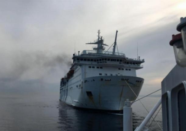 Incendio sul traghetto Napoli - Palermo, a bordo 113 passeggeri ma non ci sono feriti