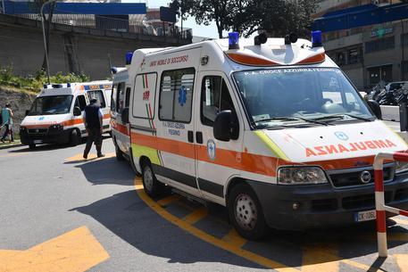 Trovato nella sua auto gravemente ferito, soccorso nel Napoletano