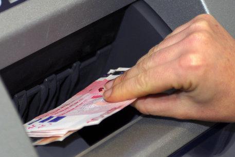 Incassavano titoli di credito con documenti falsi, 11 arresti a Roma ed anche a Siracusa