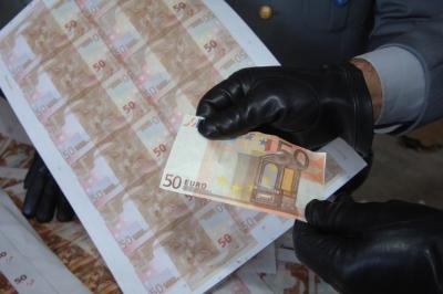 Appalti e dinari algerini falsi, tre misure cautelari nel Casertano