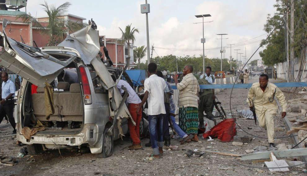 Somalia, attacco di Al-Shabaab in un hotel a Mogadiscio: almeno 13 morti