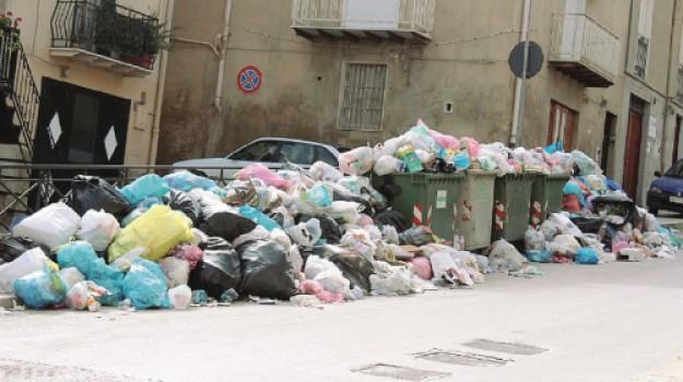 Sorpreso ad abbandonare rifiuti ad Agrigento, denunciato