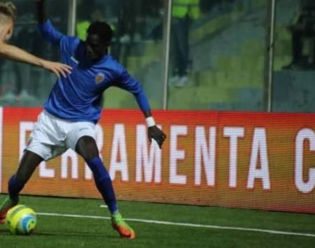 Il Siracusa vince a Rende con un gol di Souare: Catania sbaglia pure un rigore