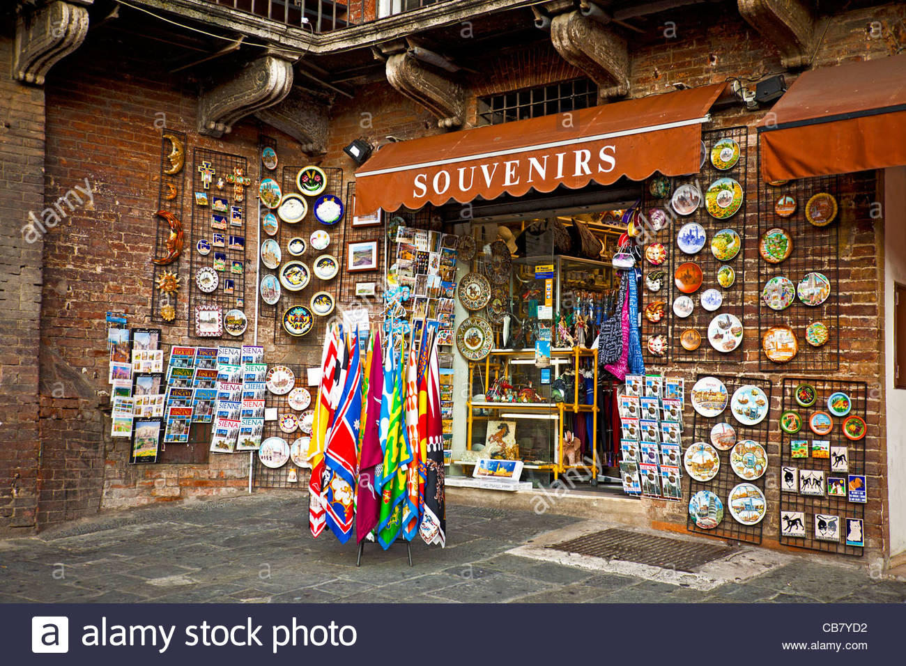 Modica, esercizi commerciali di souvenir e chincaglierie. Aperti domenica e festivi