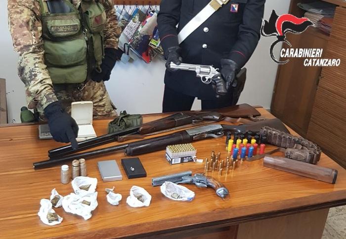 Pistole e fucili trovate nella zona di Soverato