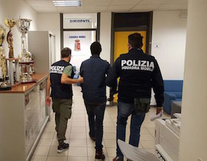 Ragusa, colto in flagrante mentre spaccia droga: arrestato