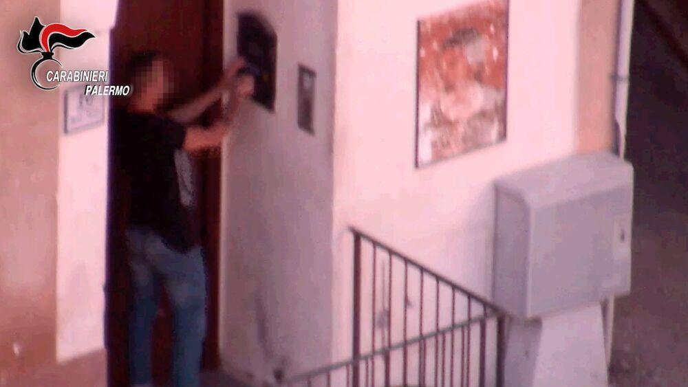 Spacciavano anche davanti le scuole di Palermo, 11 arresti (TUTTE LE FOTO)