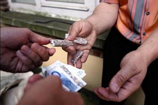 Catania, colto mentre spaccia droga: arrestato