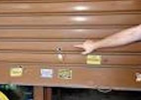 Pistolettata contro una tabaccheria a Siracusa, giovane denunciato