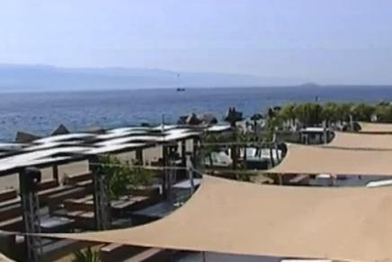 Spari davanti a un lido-discoteca di Messina, donna ferita per errore