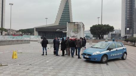 Dramma a Napoli. Spara all'ex moglie e al compagno davanti al tribunale