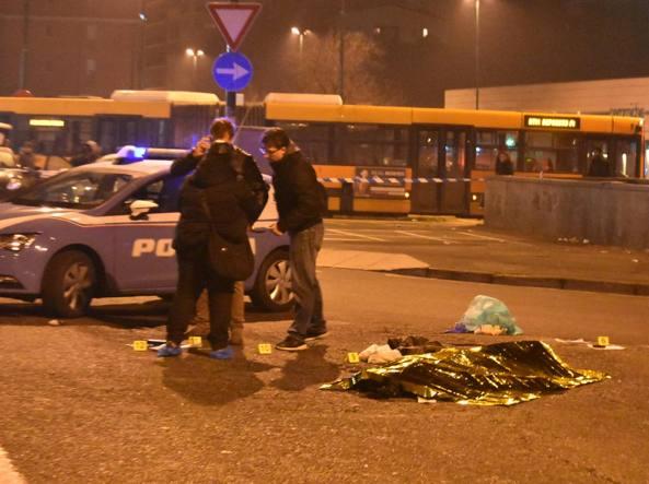 Sesto San Giovanni, spara agli agenti di una volante: rispondono al fuoco e lo uccidono