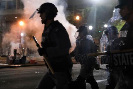 Rivolta a Louisville, spari contro i poliziotti: 2 feriti