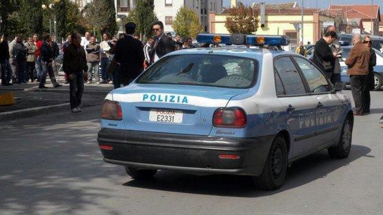 Foggia, spari intimidatori contro una volante della polizia