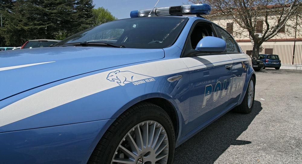 Spari contro l'auto di un prete a Napoli, indagini della polizia