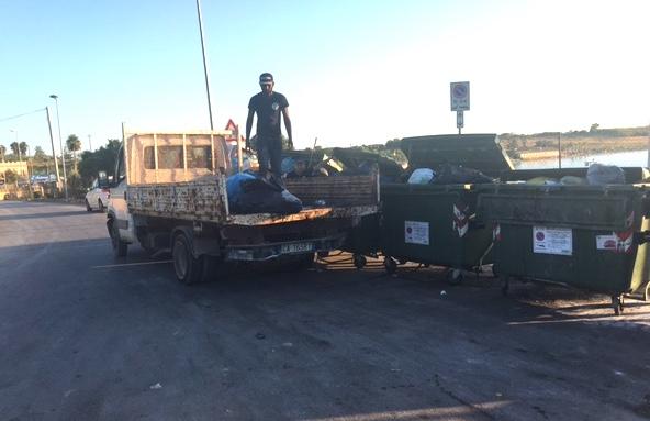 Siracusa, scarico selvaggio di spazzatura nei cassonetti dell'Isola
