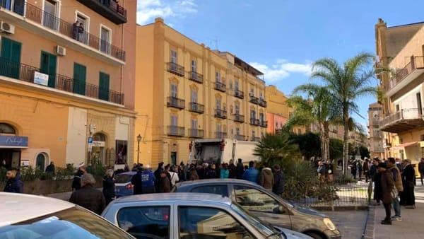 Netturbini in rivolta a Porto Empedocle: schiaffi a politici