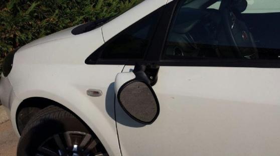 Noto, danneggiavano gli specchietti delle auto in sosta: denunciati