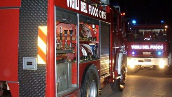Sassaiola contro i pompieri a Palermo: spegnevano i roghi
