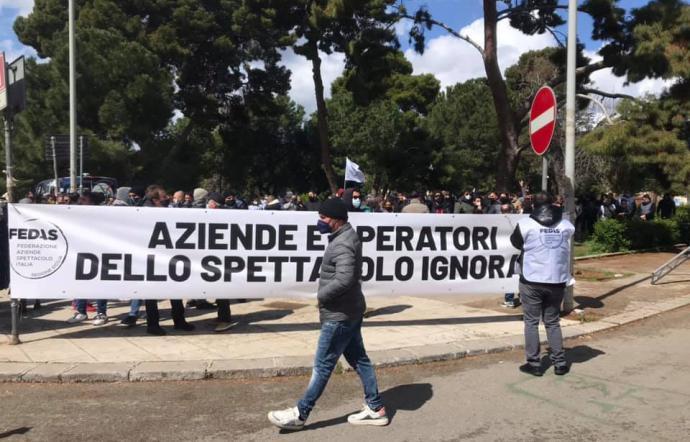 Gli operatori dello spettacolo in piazza a Palermo per chiedere i ristori