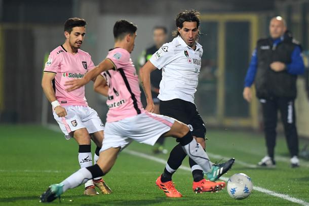 Spezia e Palermo non si fanno male: finisce pari ma i rosa restano in vetta