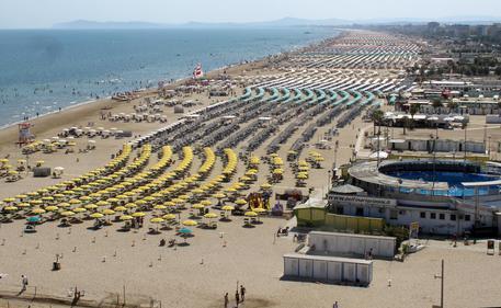 Rimini, donna stuprata in spiaggia e fidanzato picchiato