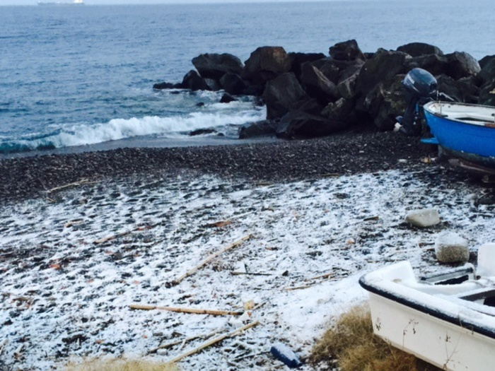Crollano le temperature, spiagge innevate nelle isole Eolie