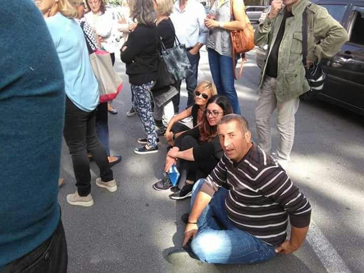 Lavoro: sit-in degli sportellisti davanti alla Regione, M5s