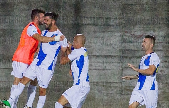 Siracusa impeccabile vince ancora in trasferta: tre gol rifilati al Fondi