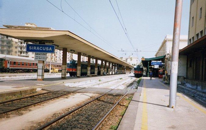 Massi sui binari, stop ai treni per due ore sulla Catania-Siracusa