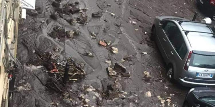 Maltempo a Salerno, Sarno in ginocchio: evacuate 35 famiglie