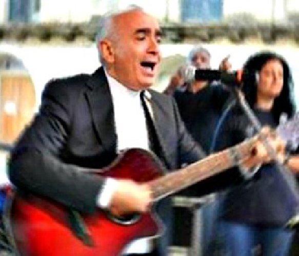 Vescovo di Noto riprende canzone di Bennato per invitare a stare a casa