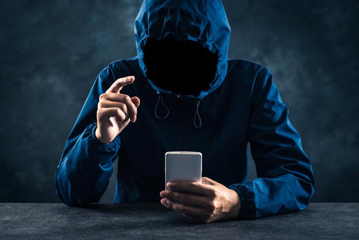 Stalking, cento telefonate alla ex moglie: arrestato a Ostia