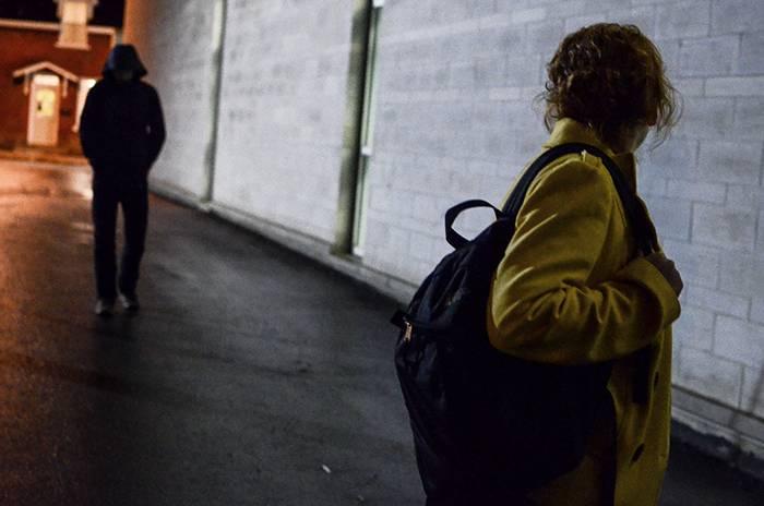 Arrestato da poco, marito stalker evade ad Augusta: domiciliari