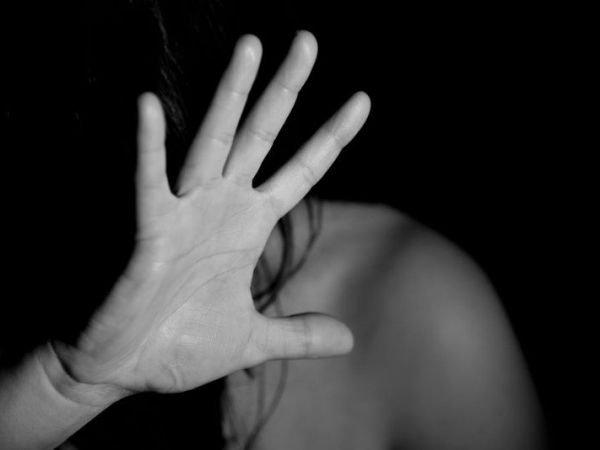 Siracusa, minaccia l'ex moglie nel negozio della figlia: arrestato per stalking