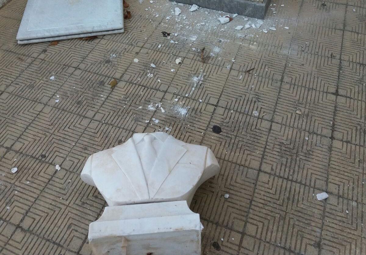 Staccata la testa della statua di Falcone allo Zen di Palermo