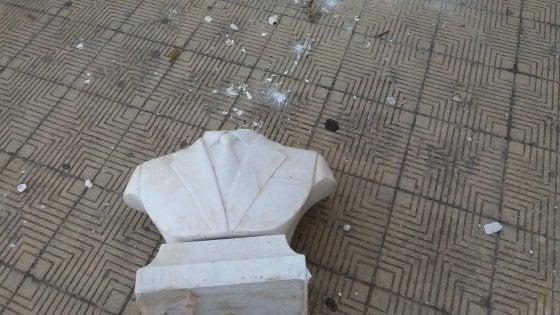 La Fedeli a Palermo nella scuola in cui è stata divelta la statua di Falcone