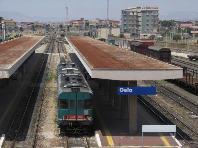 Crolla un muro di 80 metri: stop alla tratta ferroviaria Caltanissetta - Gela