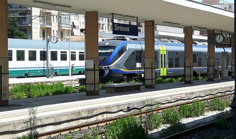 Ferrovie, Catania-Siracusa chiusa dal 13 giugno al 31 luglio: la protesta di Rifondazione