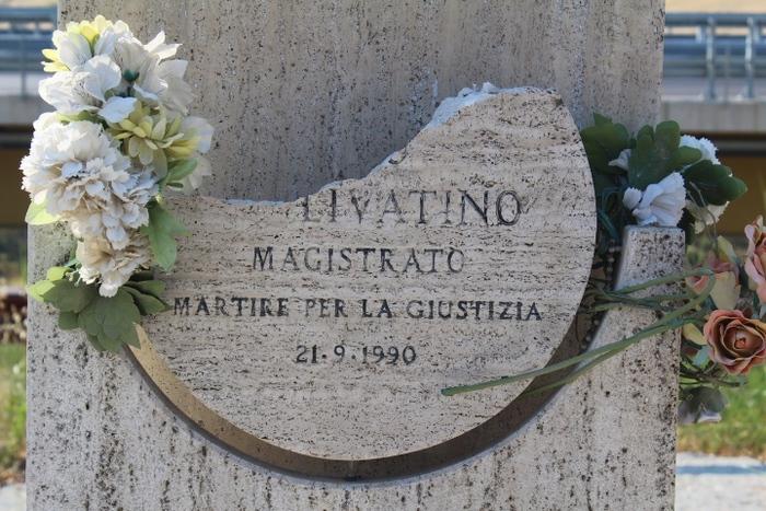 Agrigento, danneggiata la stele che commemora il giudice Livatino