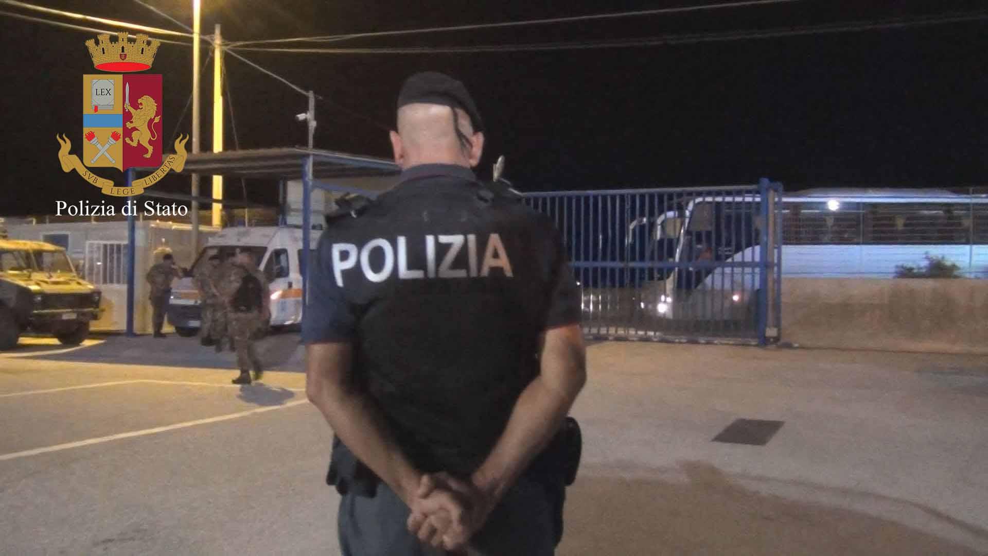 Pozzallo, trovati dalla polizia nell'hotspot due presunti scafisti siriani
