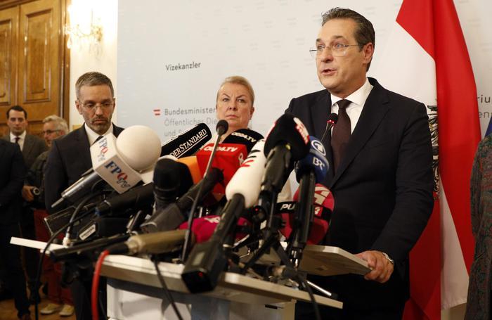 Bufera sul governo austriaco, si è dimesso il vice cancelliere Strache