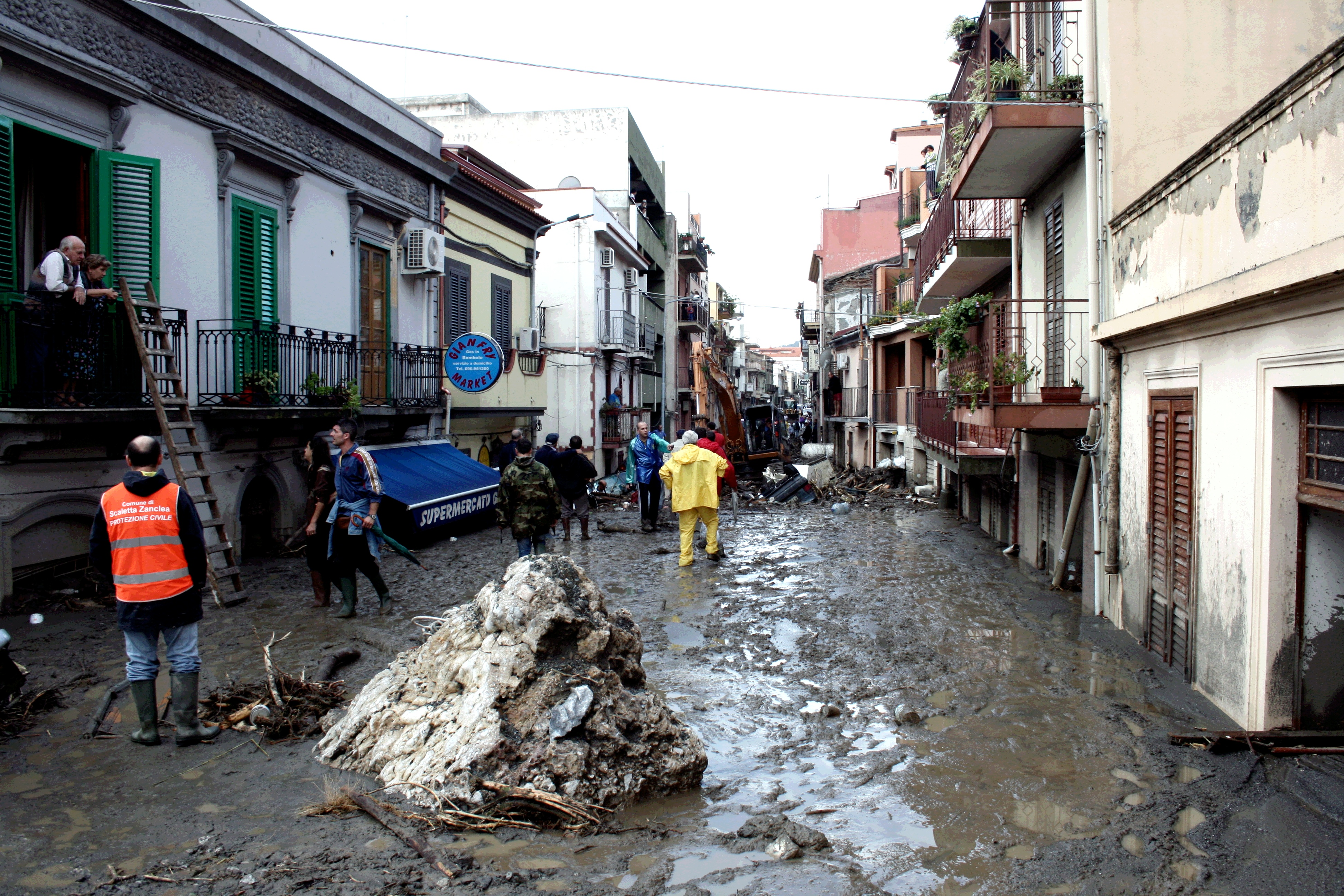 L' alluvione a Messina del 2009 che fece 37 morti: assolti due ex sindaci