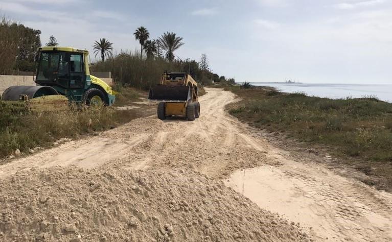 Modica, lavori di sistemazione della strada Punta Regilione - Maganuco