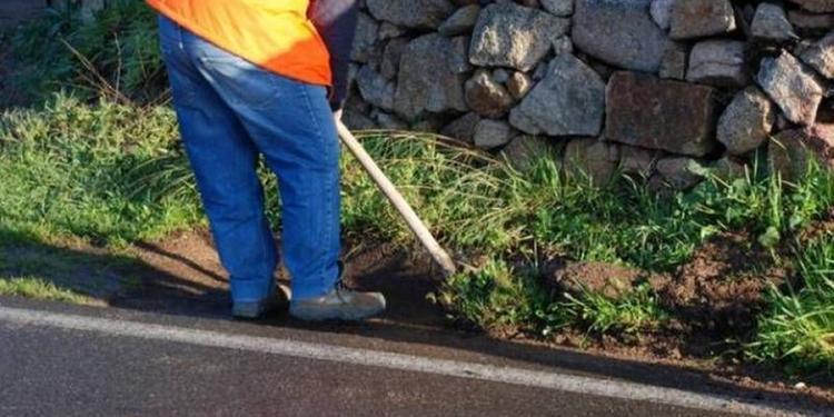 Dieci immigrati impegnati a pulire le strade nel Salernitano