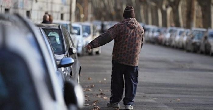 Stretta sui posteggiatori a Palermo, per tre scatta il daspo urbano