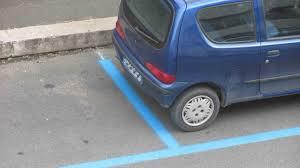 Strisce blu a Catania, sosta  delle auto a costo zero fino al 30 gennaio