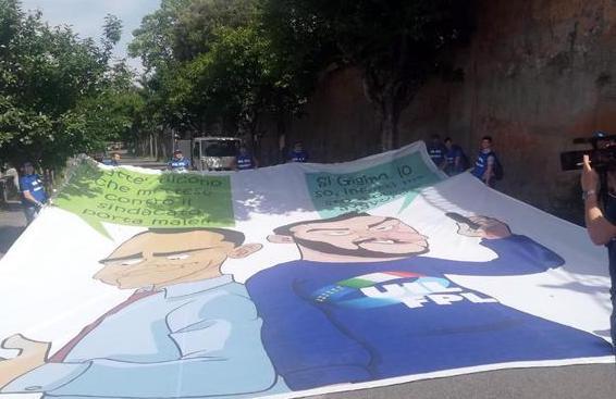 In piazza a Roma per il lavoro, striscione ironico contro Di Maio e Salvini