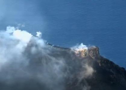 Continua l'eruzione dello Stromboli, l'allerta passa da verde a giallo