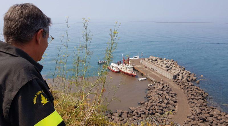 Si attenua l'attività dello Stromboli ma il divieto di attracco rimane